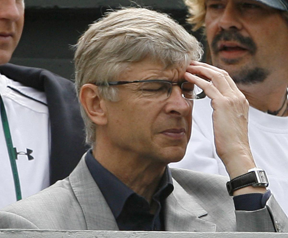 Does Arsene Wenger Wear Glasses