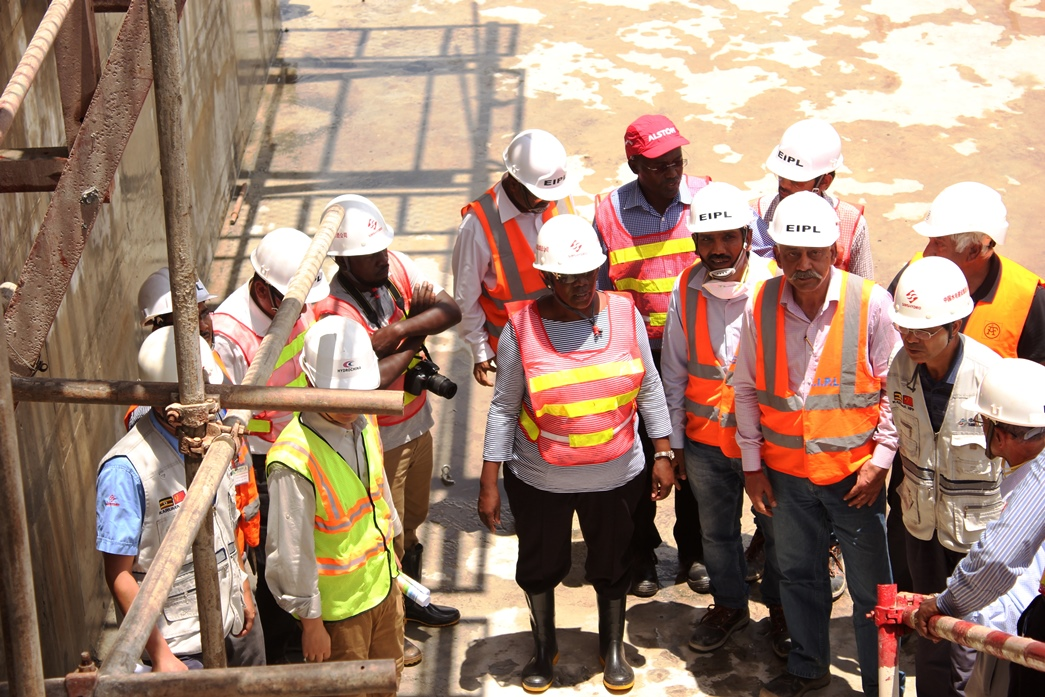 Karuma HPP has minor cracks but by the time the team visited, some had been fixed according to the contractors