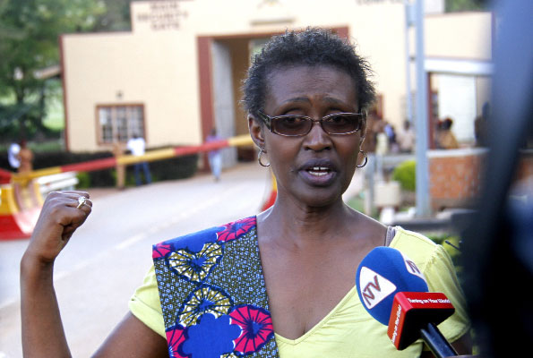 Ms Winnie Byanyima talks to journalists at Luzira prison recently where her husband and Opposition leader Kizza Besigye is being held. (Courtesy Photo)