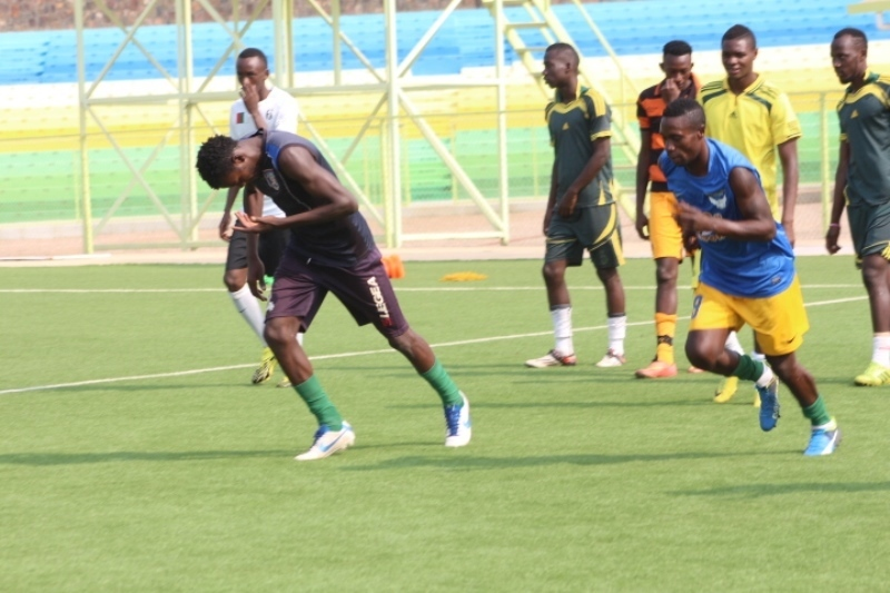 Karim Ndugwa (L) does the paces while training with AS Kigali as they prepare for the 2016-17 season (PHOTO/Igihe.com)