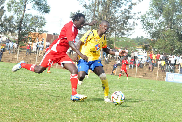 Nicholas Wadada of Vipers (left) tussles for possession with KCC's Tom Masiko at the Philip Omondi stadium at Lugogo last season. The two gaints face off again in the Uganda Super Cup this Sunday 14th at Wankulukuku