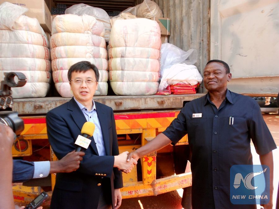 Zhang Biao (L), Political Counselor from the Chinese Embassy in Dar es Salaam shakes hands with Major General Salum Kijuu, the Kagera Regional Commissioner in Kagera region, northwestern Tanzania, Sept. 15, 2016. Photo credit (Xinhua)
