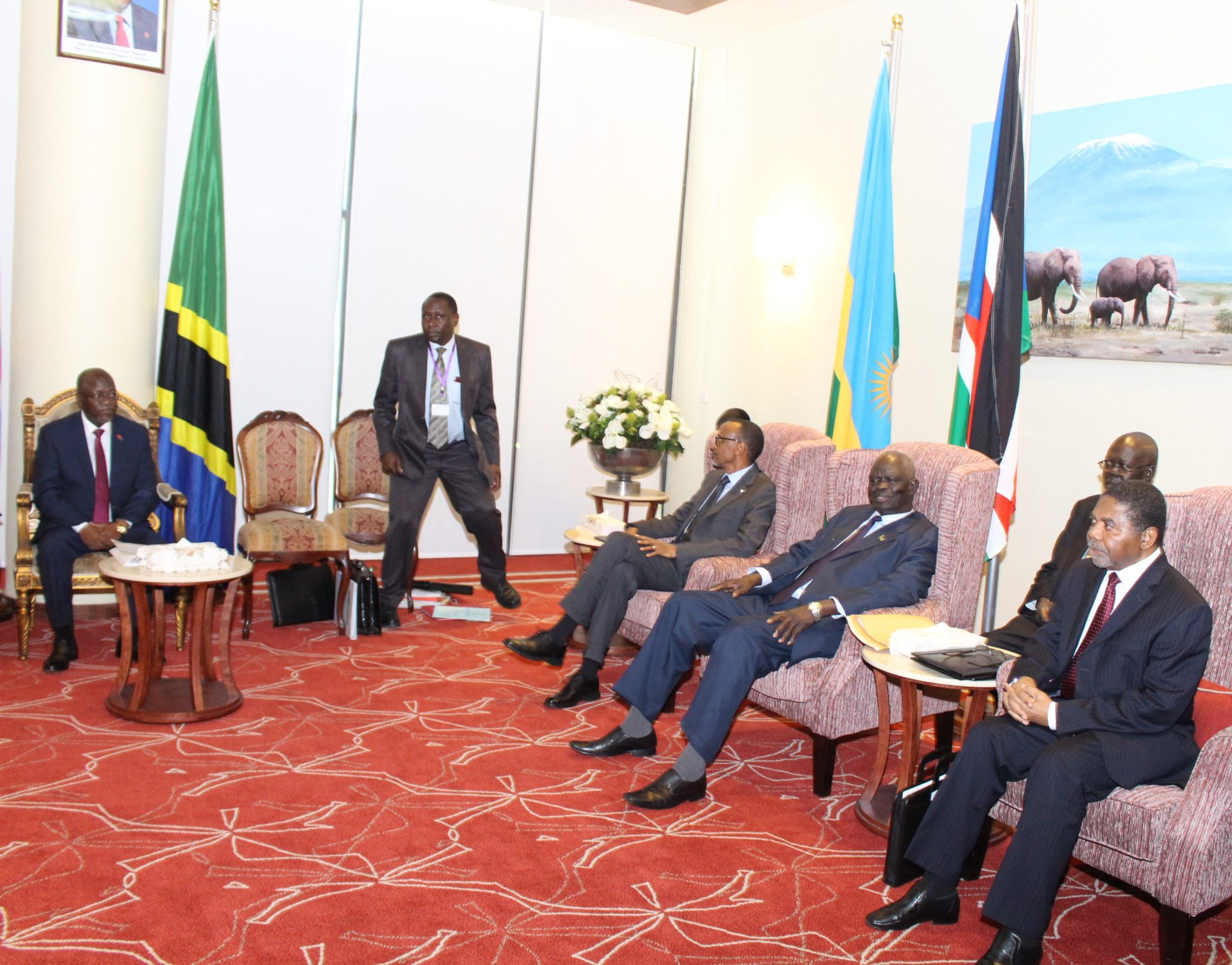 ( R-L) H.E Ali Mohamed Shein, President of Zanzibar; H. E. Hon. Aggrey Tisa Sabuni, Presidential Envoy of the Republic of South Sudan; H.E Paul Kagame of the Republic of Rwanda; Dr Antony Kafumbe, Counsel to the Community(EAC) and H.E Dr John Pombe Magufuli, President of the United Republic of Tanzania and Chair of the EAC Summit during the closed session.