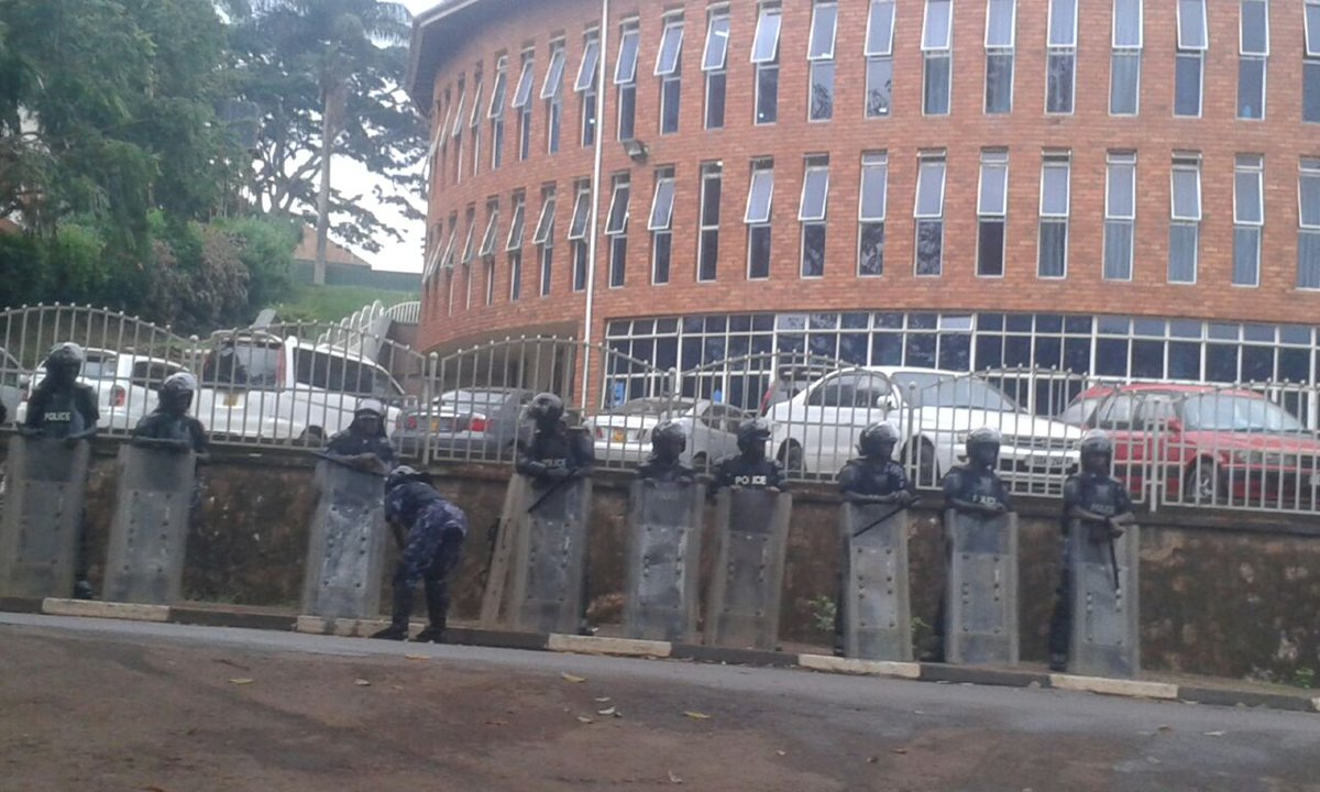 Heavily armed security personnel deployed at Makerere to ensure all students leave the campus following a directive by President Yoweri Museveni.