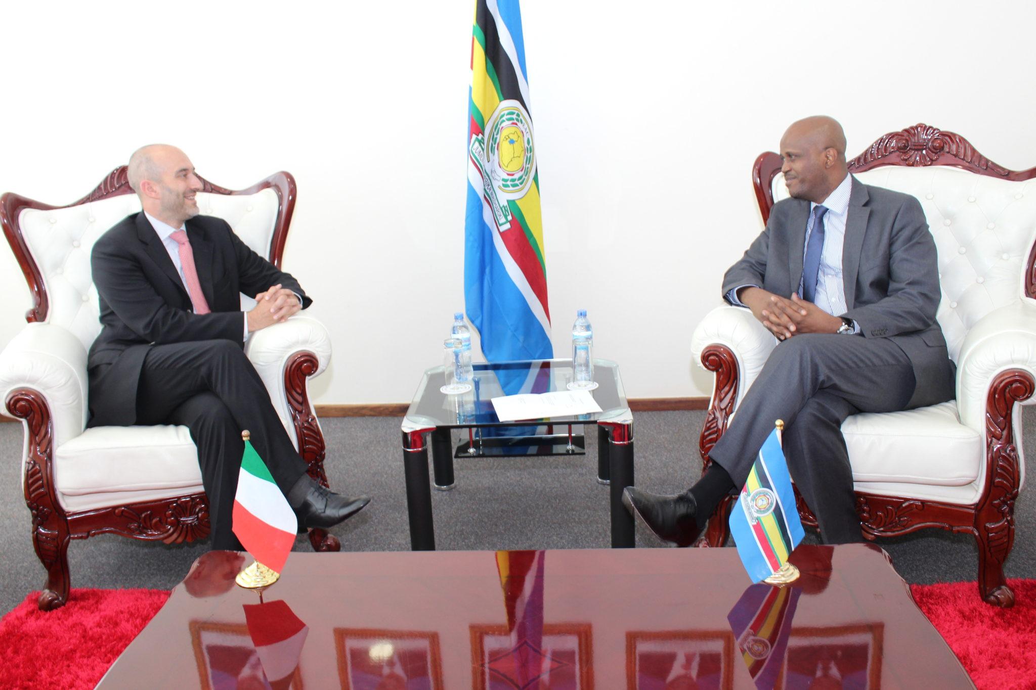 EAC Secretary General, Amb. Liberat Mfumukeko in discussion with the Amb Roberto Mengoni.